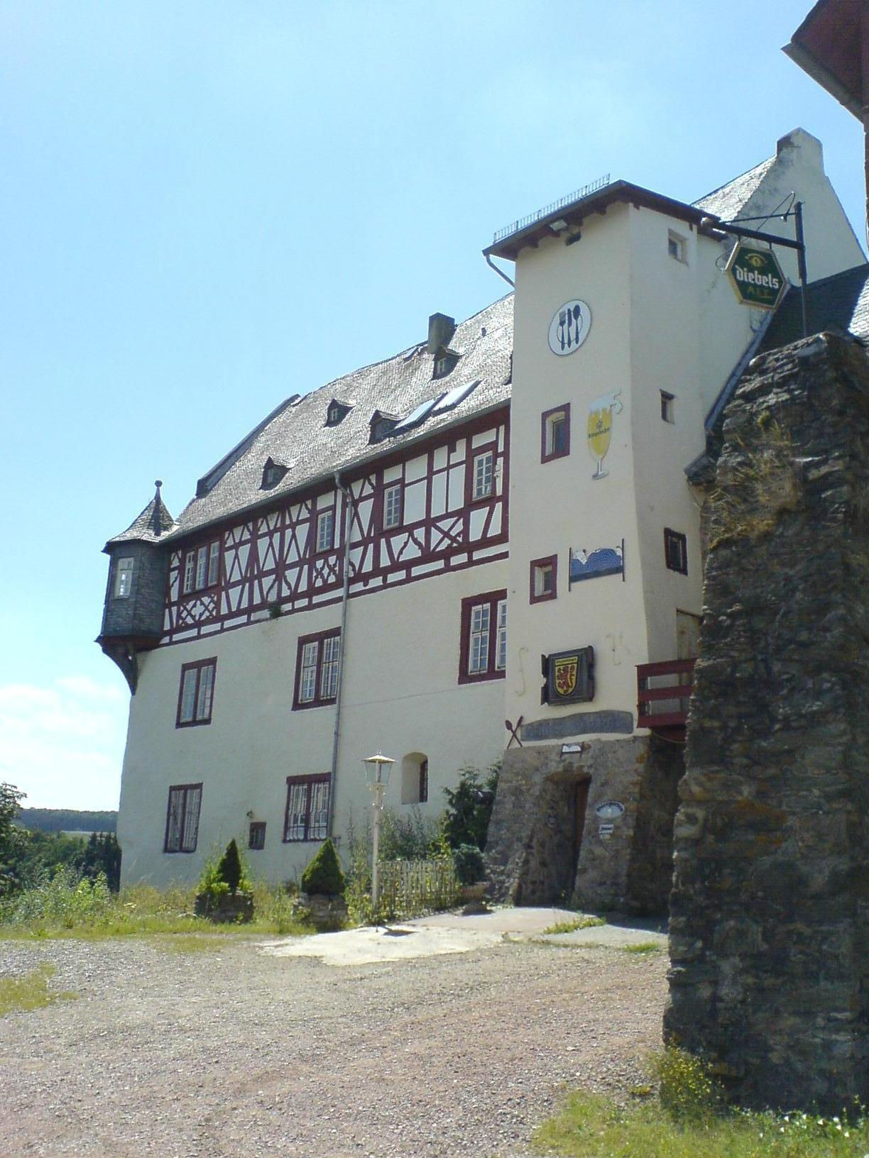 Schlossfront Katzenelnbogen | Makler Katzenelnbogen